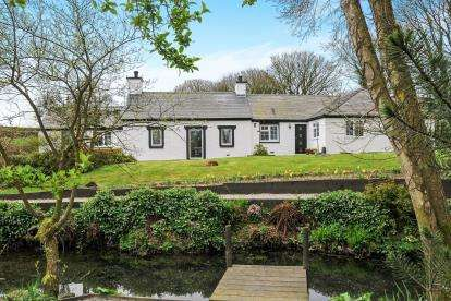 4 Bedrooms Detached House for sale in Gaerwen, Sir Ynys Mon, LL60