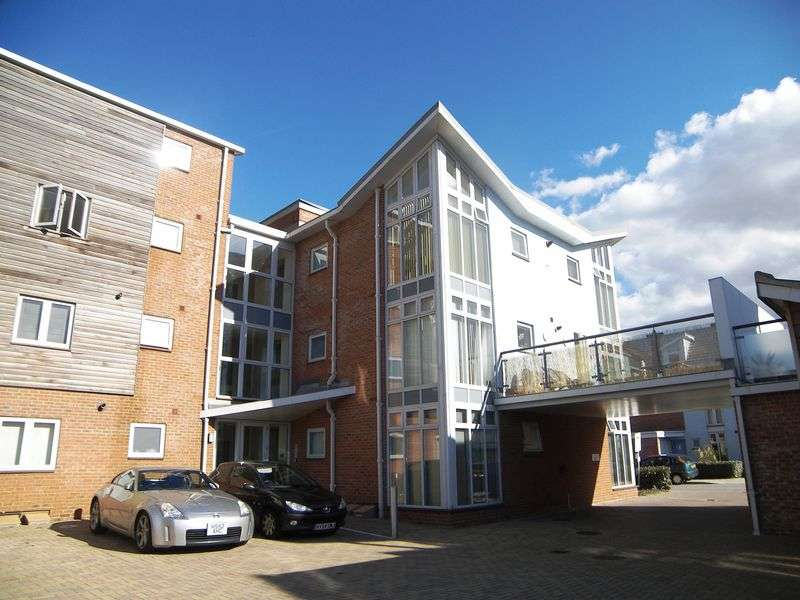 2 Bedrooms Flat for sale in Henrietta Chase, St Mary's Island
