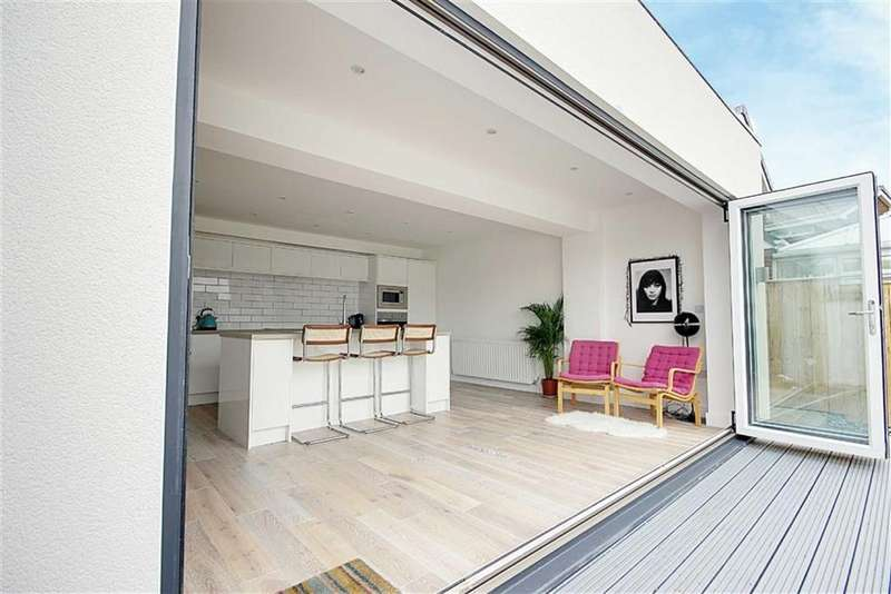 5 Bedrooms Detached House for sale in King George Road, South Shields, Tyne Wear