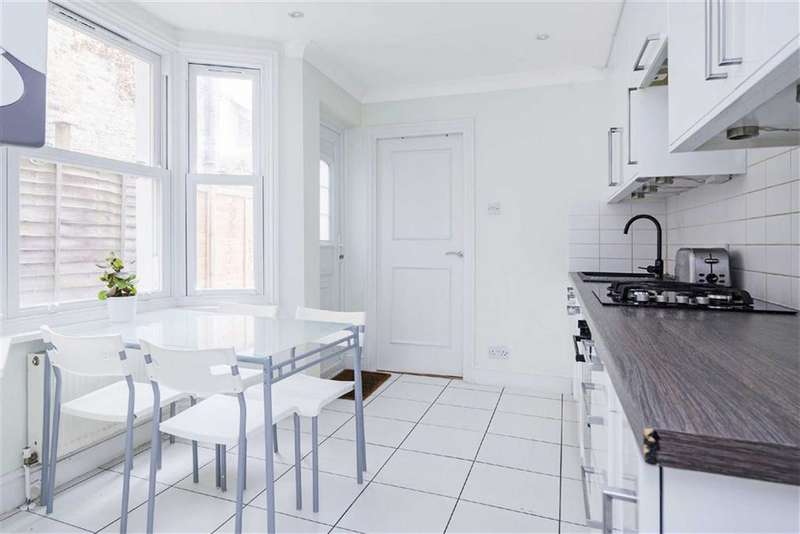3 Bedrooms Flat for sale in Hubert Grove, London