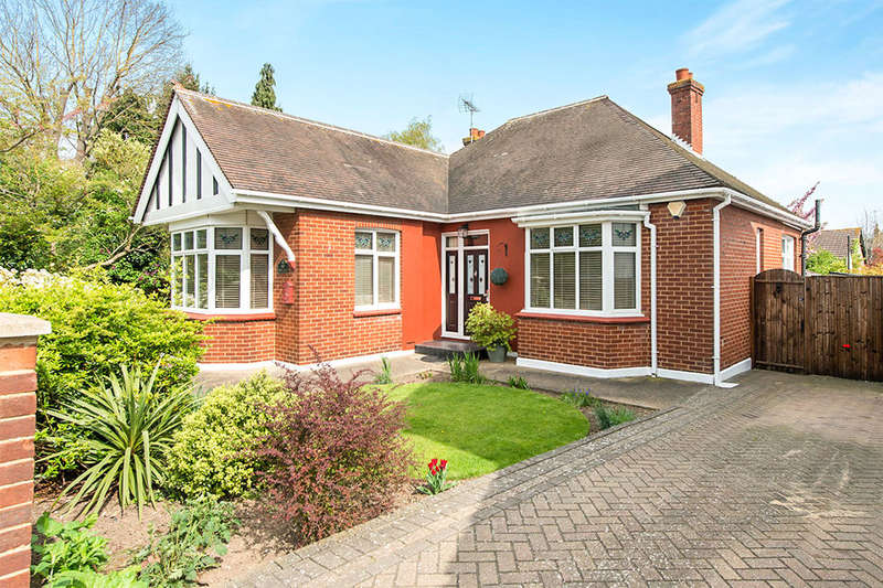 3 Bedrooms Detached Bungalow for sale in Webster Road, Rainham, Gillingham, ME8