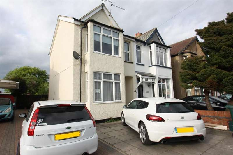 2 Bedrooms Maisonette Flat for sale in Feltham Road, Ashford