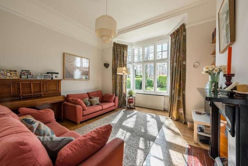 3 Bedrooms Apartment Flat for sale in MANOR GARDENS, SW4