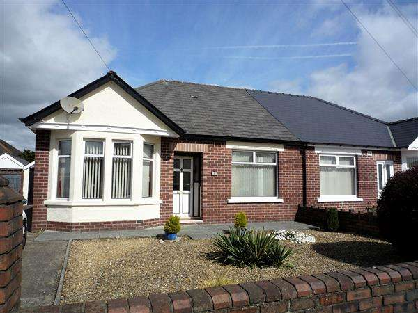 2 Bedrooms Bungalow for sale in Lon Penllyn, Rhiwbina, Cardiff