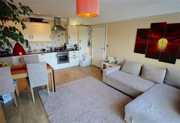 2 Bedrooms Flat for sale in Snowden Road, Bournemouth