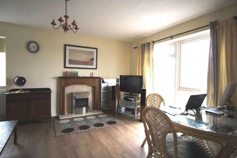 2 Bedrooms Maisonette Flat for sale in Rest Bay Close, Porthcawl, Glamorgan, CF36