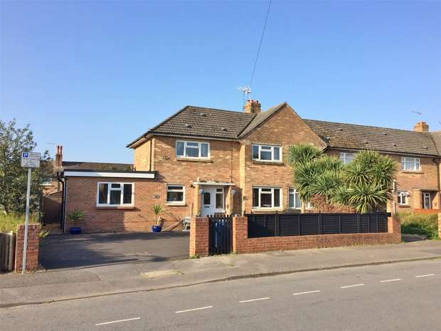 3 Bedrooms Semi Detached House for sale in Raleigh Road, Wallisdown, POOLE, Dorset