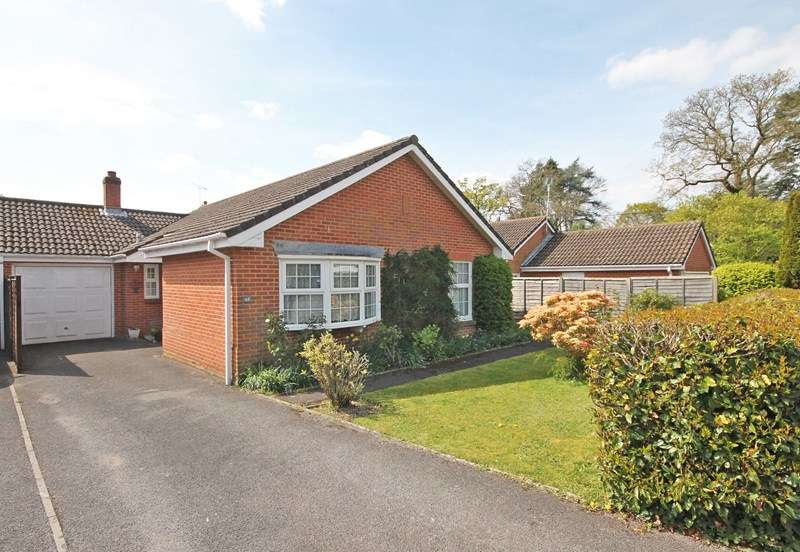 3 Bedrooms Detached Bungalow for sale in St. Georges Drive, Bransgore, Christchurch