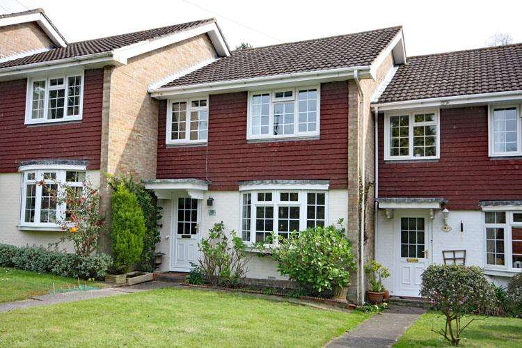 3 Bedrooms Terraced House for sale in Leigh Park, Lymington SO41