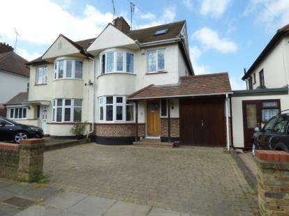 4 Bedrooms Semi Detached House for sale in Southend-On-Sea, Essex, England