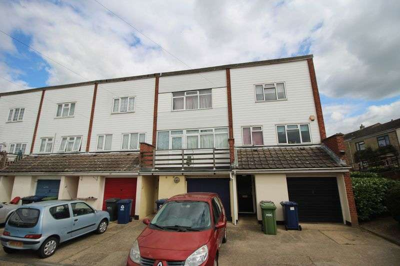 3 Bedrooms Terraced House for sale in Nene Road, Huntingdon, Cambridgeshire.