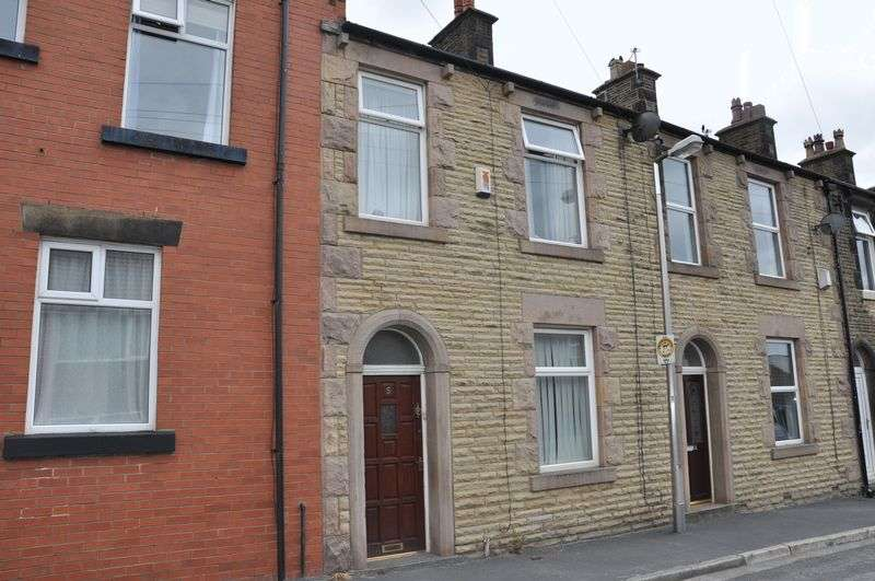 3 Bedrooms Terraced House for sale in Lancaster Close, Adlington