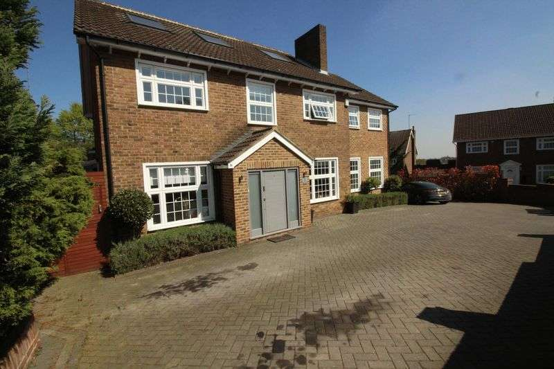 6 Bedrooms Detached House for sale in Hadley Highstone, EN5