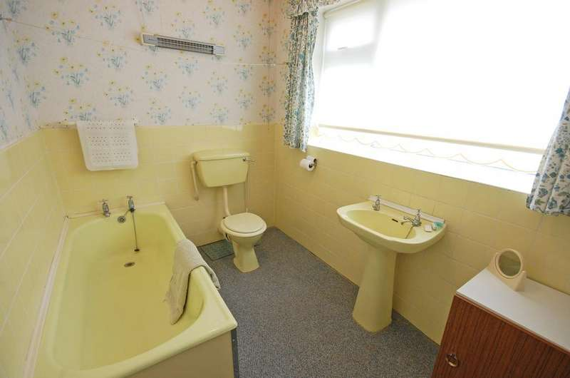 3 Bedrooms House for sale in Lea Manor Drive, Penn, Wolverhampton WV4