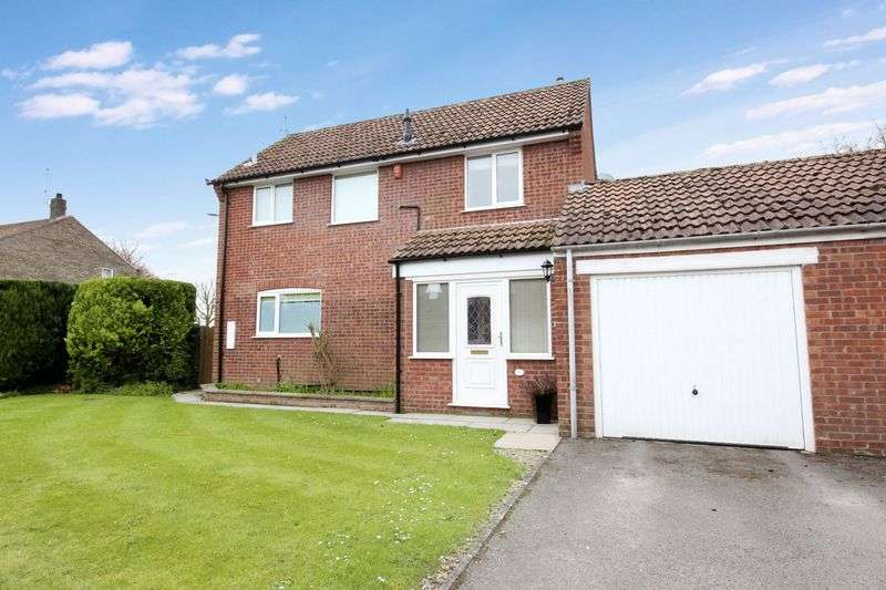 3 Bedrooms Detached House for sale in Long Lane, Scarborough