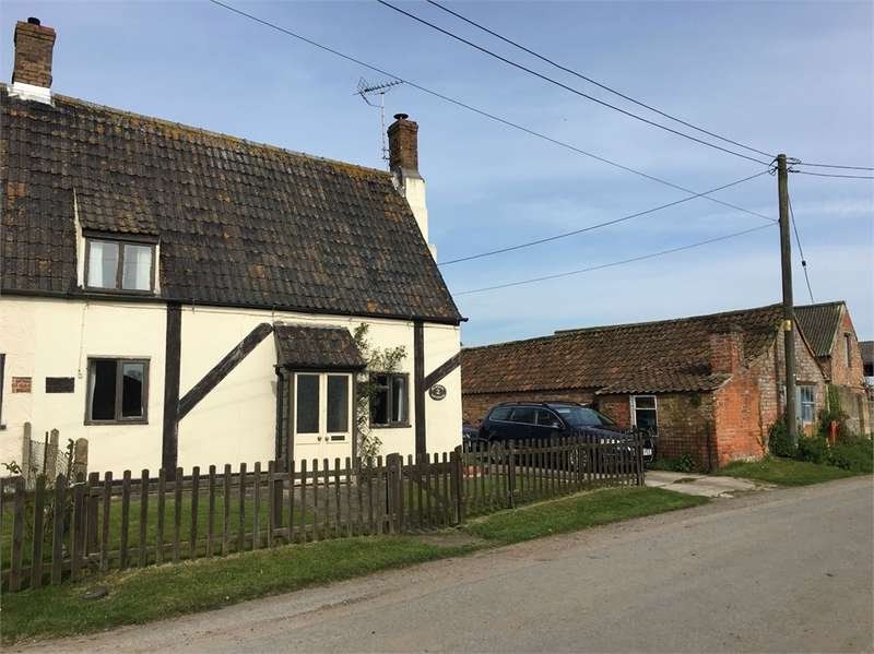 2 Bedrooms Cottage House for sale in Slowwe Cottages, Arlingham, Glos