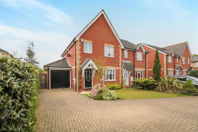 3 Bedrooms Semi Detached House for sale in Victoria Gate, Harlow, CM17