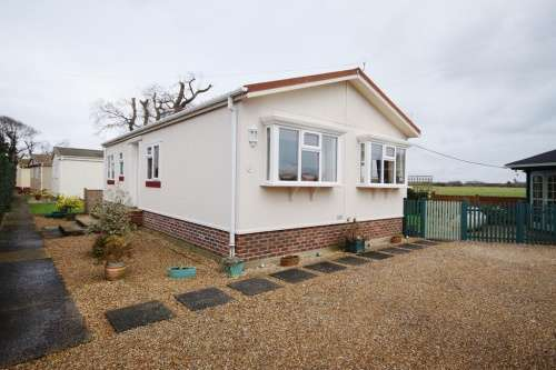 2 Bedrooms Detached House for sale in Twin Oaks Park, Christchurch