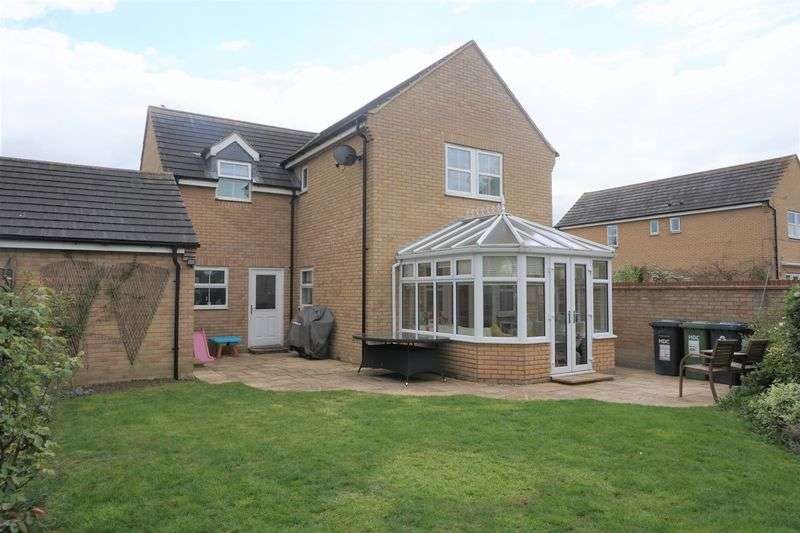 4 Bedrooms Detached House for sale in Shackleton Way, Peterborough