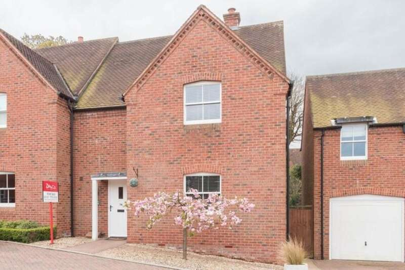 3 Bedrooms Semi Detached House for sale in Malthouse Meadow, Hillfield, Solihull
