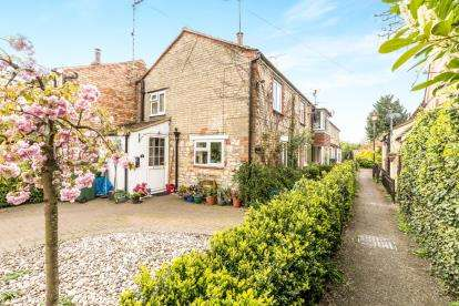 3 Bedrooms End Of Terrace House for sale in Baker Street, Waddesdon, Aylesbury, Buckinghamshire