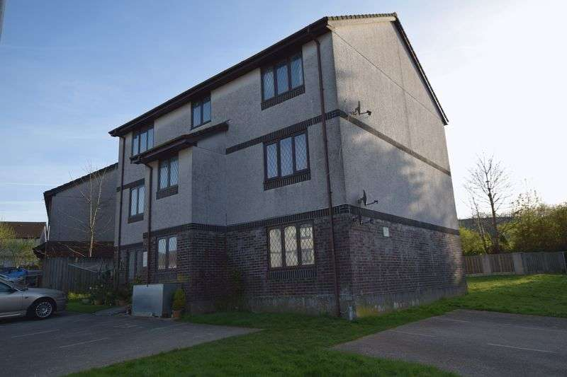 2 Bedrooms Flat for sale in Penlee Close, Callington