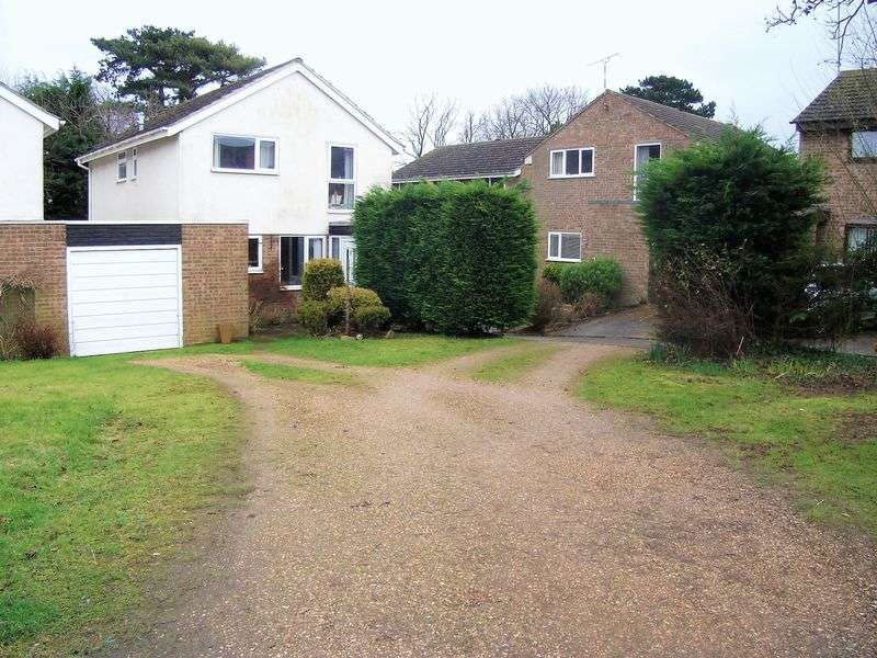 3 Bedrooms Detached House for sale in Harmans Way, Weedon, NN7 4PB