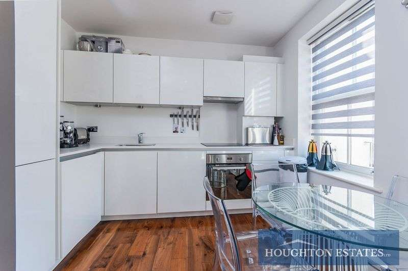 2 Bedrooms Flat for sale in Regal Court Malvern Road Queens Park NW6
