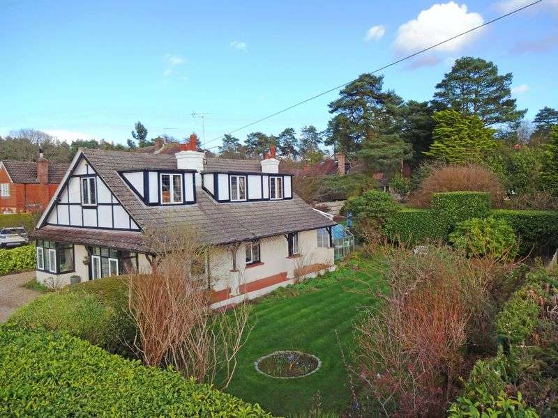 3 Bedrooms Detached House for sale in Carlton Road, Headley Down