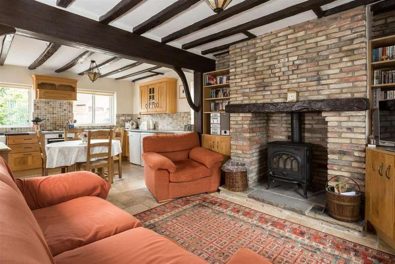 4 Bedrooms Detached House for sale in Main Street, Newton On Derwent, York