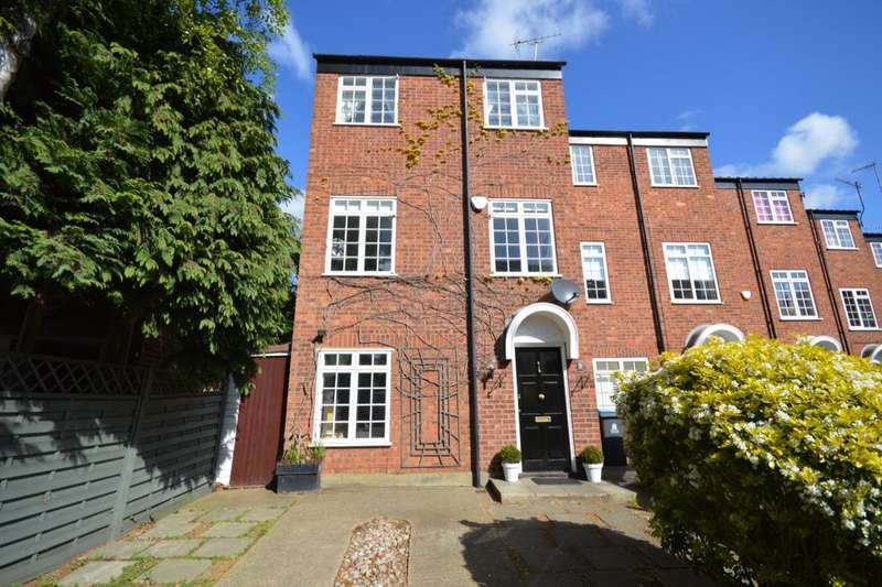 4 Bedrooms Property for sale in Carlisle Close, Kingston Upon Thames, KT2