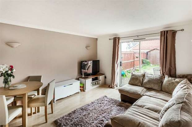 2 Bedrooms End Of Terrace House for sale in Shaw Drive, WALTON-ON-THAMES, Surrey
