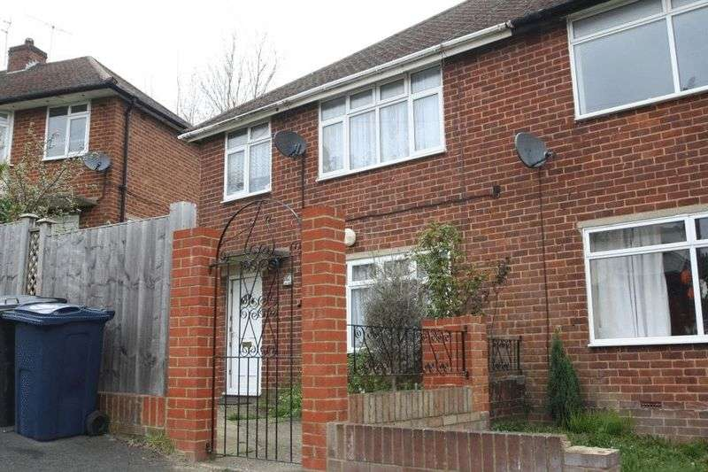 3 Bedrooms Semi Detached House for sale in Tilling Crescent, High Wycombe