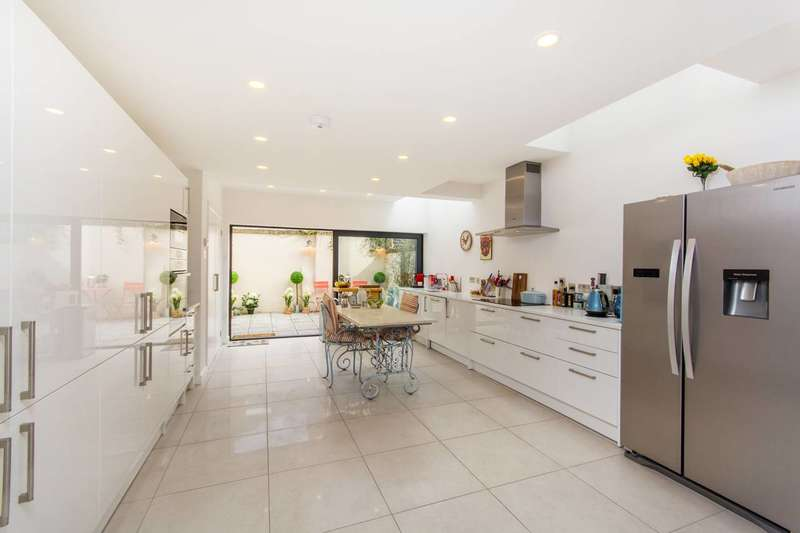 4 Bedrooms House for sale in Afghan Road, Little India, SW11