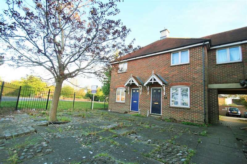 2 Bedrooms Semi Detached House for sale in Hallcroft Chase, Highwoods, Colchester