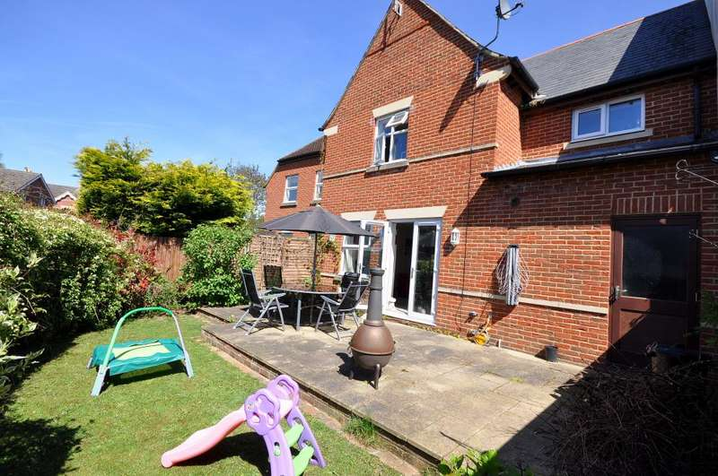 4 Bedrooms Mews House for sale in Barrows Mews, Ringwood, BH24 1GU