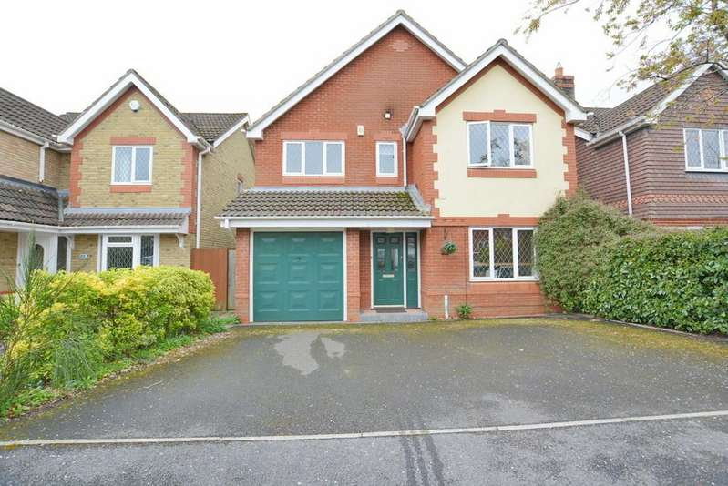 4 Bedrooms Detached House for sale in Hainault Drive, Verwood