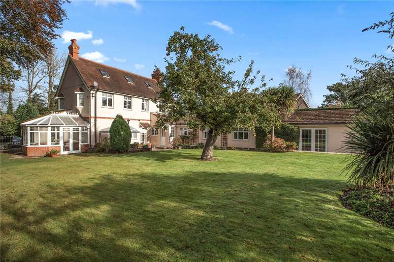 5 Bedrooms Detached House for sale in Chandlers Lane, Yateley, Hampshire, GU46