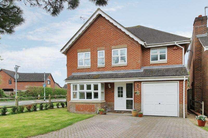 4 Bedrooms Detached House for sale in Holbrook School Lane, Horsham