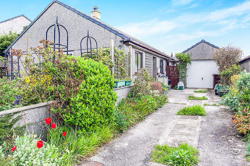3 Bedrooms Detached Bungalow for sale in Henley Drive, Mount Hawke, Truro, TR4