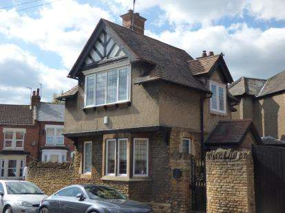 2 Bedrooms Detached House for sale in Florence Road, Abington, Northampton, Northamptonshire