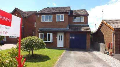 4 Bedrooms Detached House for sale in Chelmsford Walk, Leyland, Lancashire