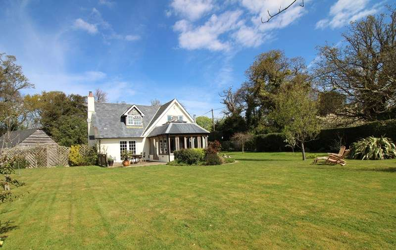 4 Bedrooms Detached House for sale in Milford Road, Everton, Lymington