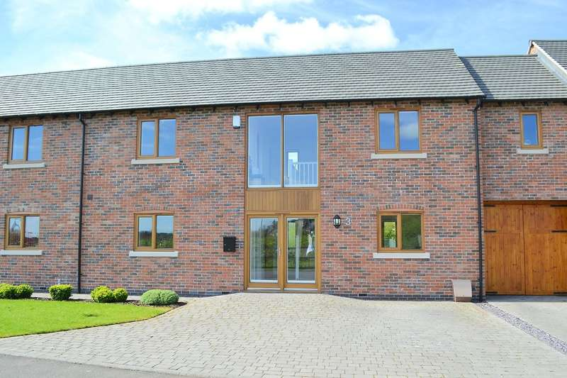 3 Bedrooms Terraced House for sale in Royal Oak Close, Lichfield
