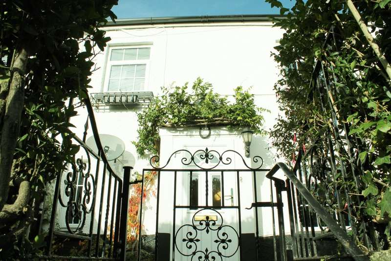 2 Bedrooms Cottage House for sale in Brixton