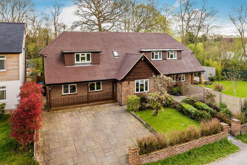 4 Bedrooms Detached House for sale in Gordons Way, Oxted, RH8