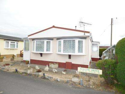 2 Bedrooms Mobile Home for sale in Oaktree Park, Locking, Weston-Super-Mare