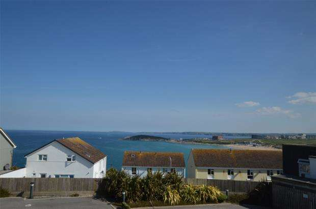 2 Bedrooms Flat for sale in The Point, Pentire Avenue, Newquay, Cornwall