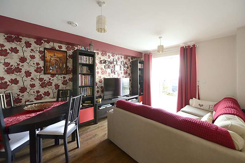 1 Bedroom Flat for sale in Varcoe Gardens, Hayes, Middlesex, UB3