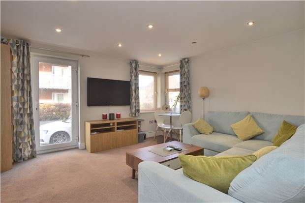 2 Bedrooms Flat for sale in Suffolk Drive, GLOUCESTER, GL1 2AF